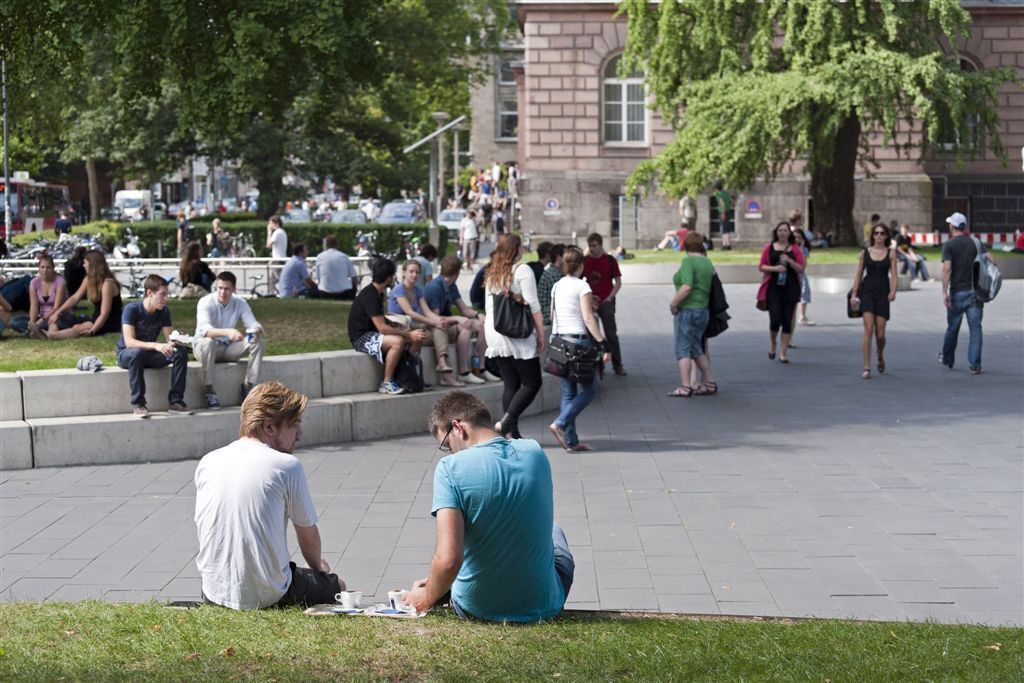 Students take a break in front of the Super C